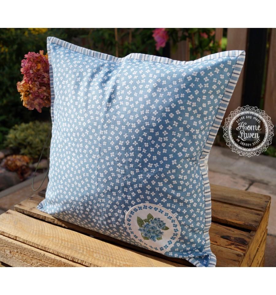 kissenbezug in blau mit blumen kissenbez ge kissen. Black Bedroom Furniture Sets. Home Design Ideas
