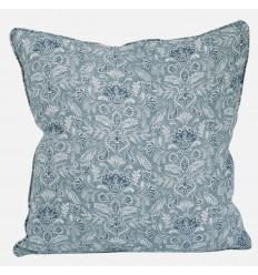 Kissenbezug mit floralern Verzierungen in pastell-blau