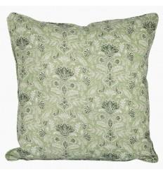 Kissenbezug mit floralern Verzierungen in pastell-grün